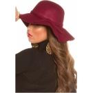 Bordinės spalvos skrybėlė